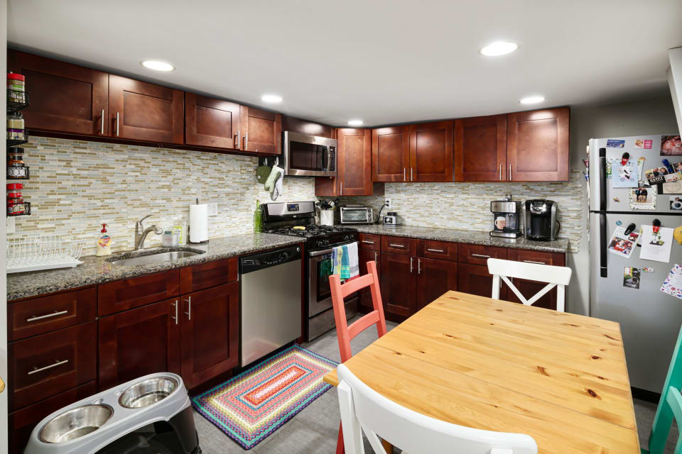 1824 Catharine Street preview