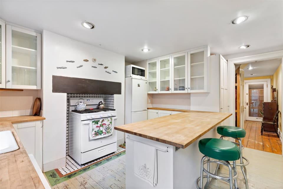164 1/2 Coles St preview