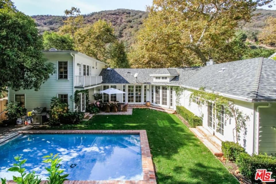 2774 Mandeville Cyn Rd preview