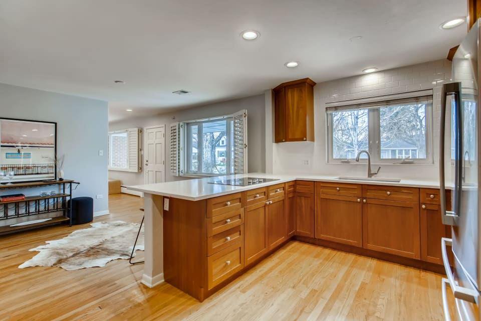 2770 S High Street preview