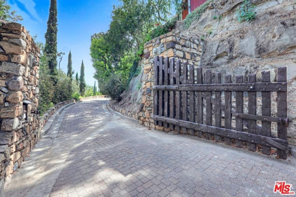 The Van Pelt Estate preview