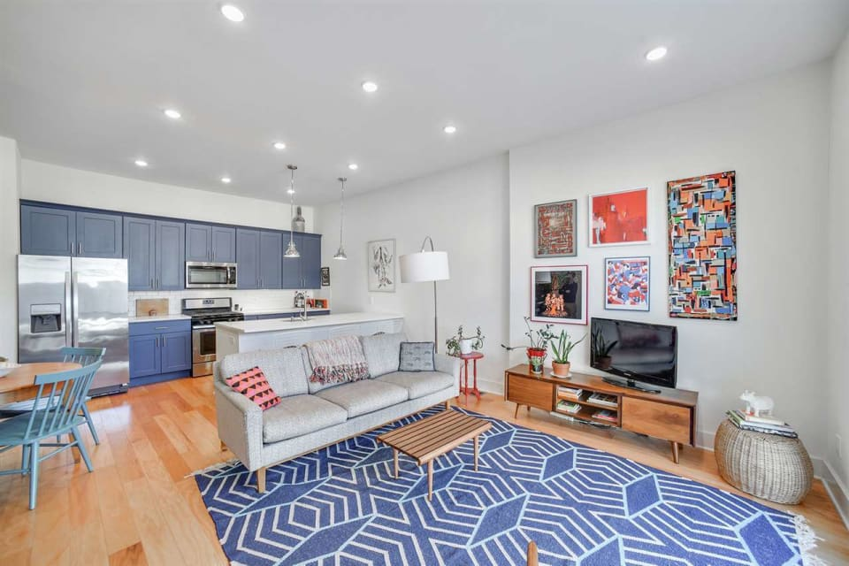 209 Hutton St, #1 preview