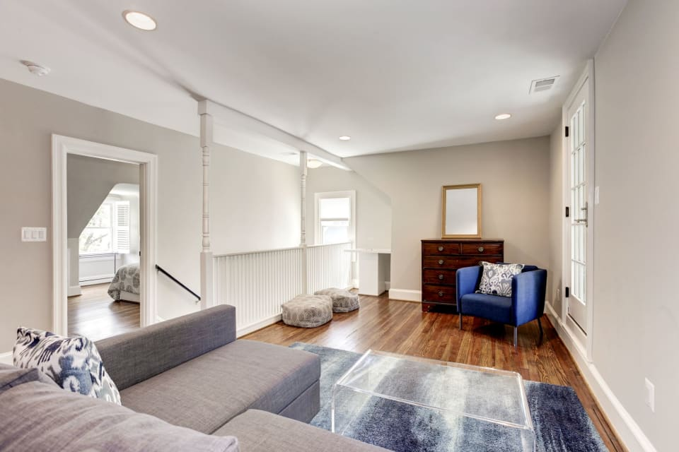 25 W Irving St preview