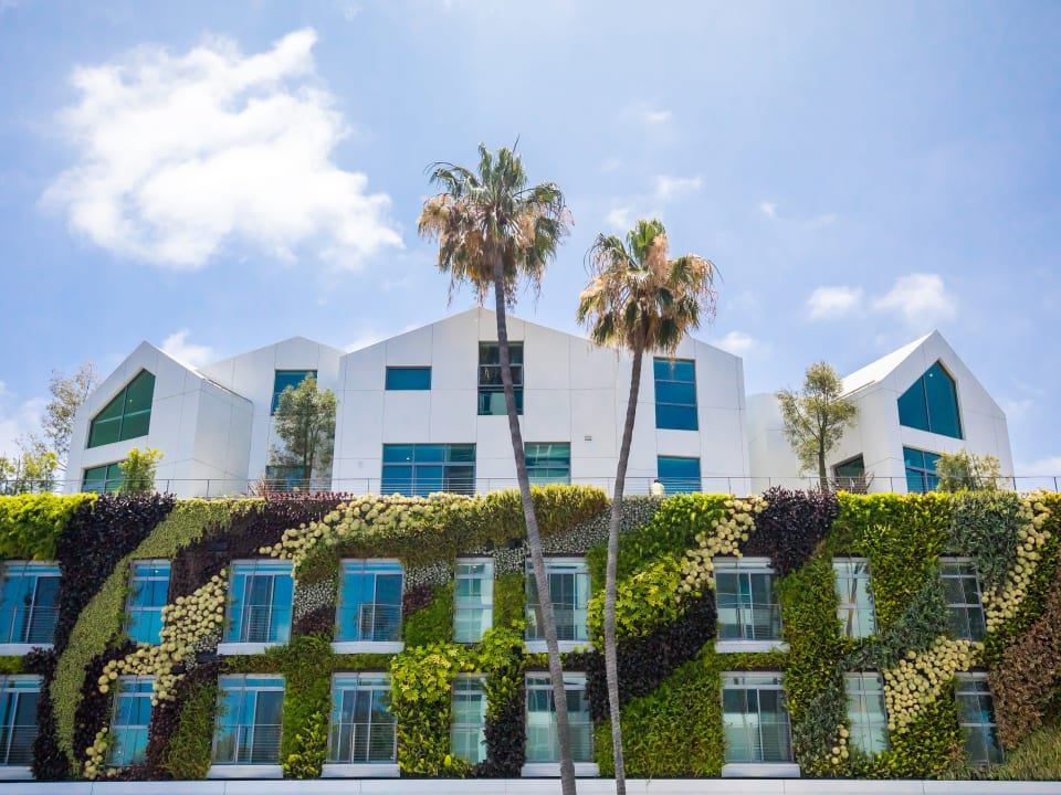 A TIMELESS TRIBUTE TO BEVERLY HILLS