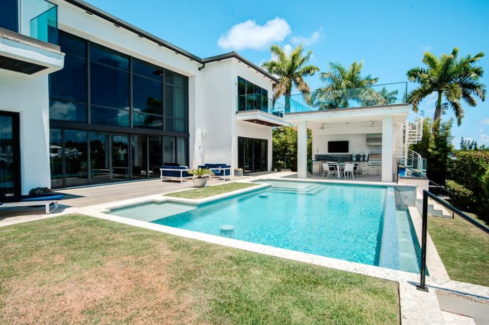 Hibiscus Island mansion in Miami Beach sells for $16.75M (Photos)