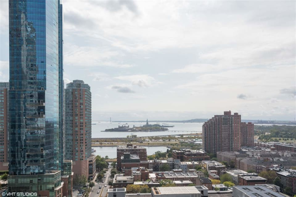 105 GREENE ST Unit: 604 preview