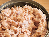 Canned tuna is a lower calorie filler food.