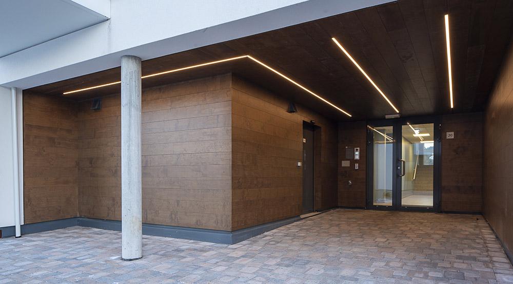 LED-striper i tak over inngangsparti