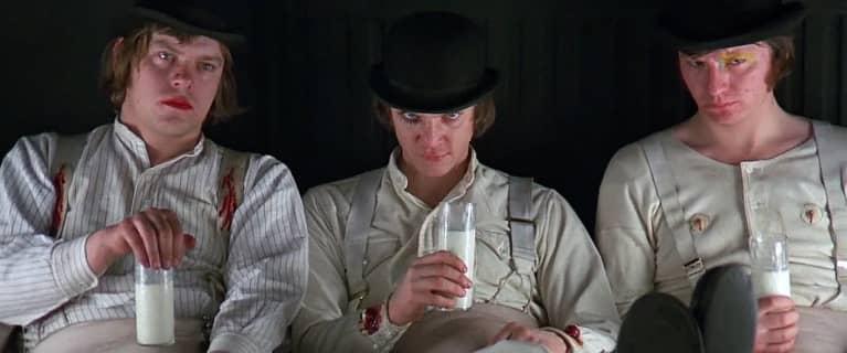 Villanos tomando leche en la película
