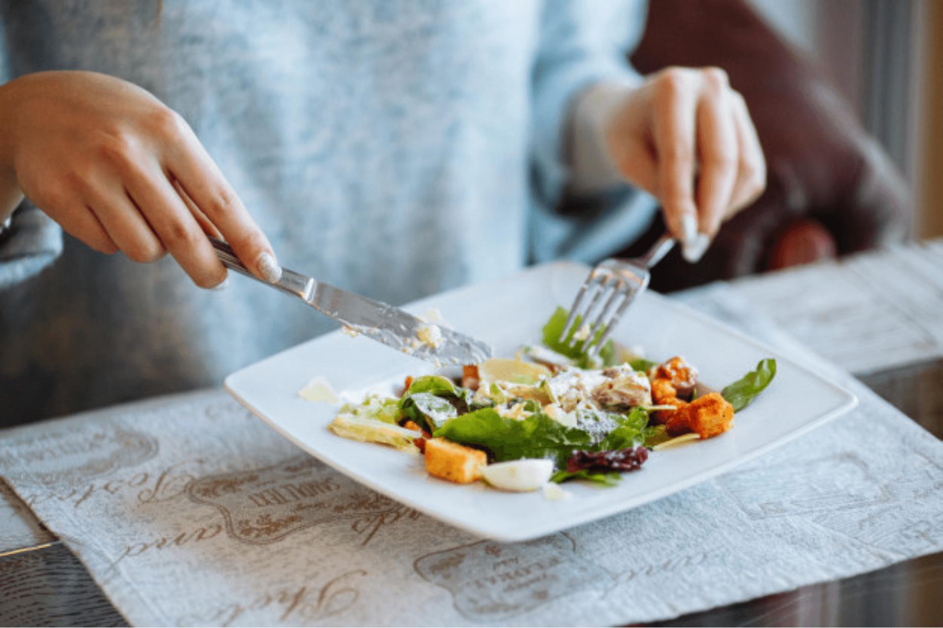 Dicas e truques para comer coisas gostosas de um jeito mais saudável