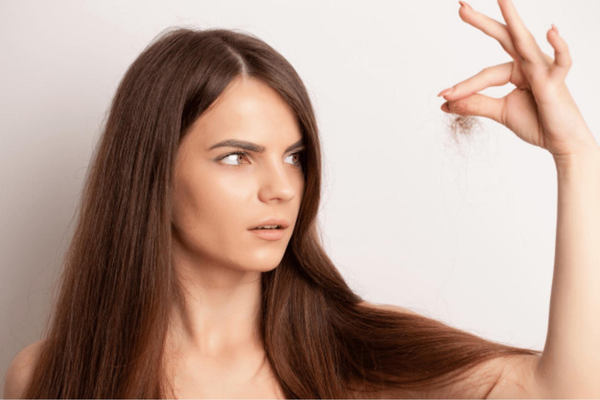 Queda de Cabelo: Saiba o que causa e como tratar com 10 dicas