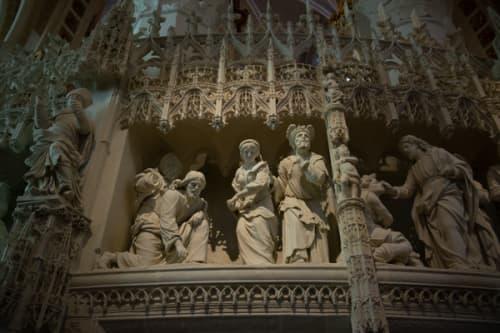 シャルトルのノートルダム大聖堂 彫刻で表現した聖書物語