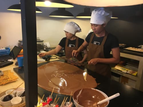 バリ島 Be Chocolat テンパリング中