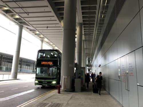 港珠澳大橋の香港側の乗り場「香港口岸」に向かうB4バス