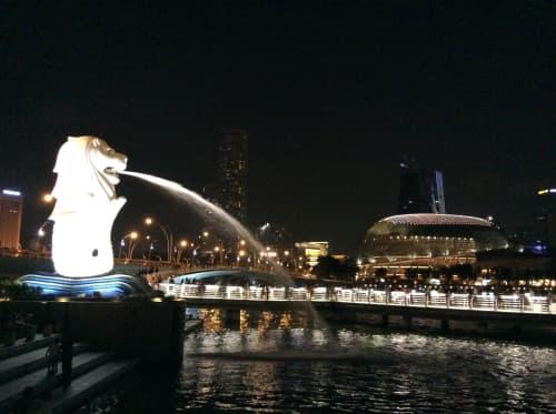 シンガポール 夜のマーライオンパーク