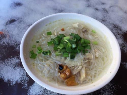 台北の民樂旗魚米粉湯のビーフン