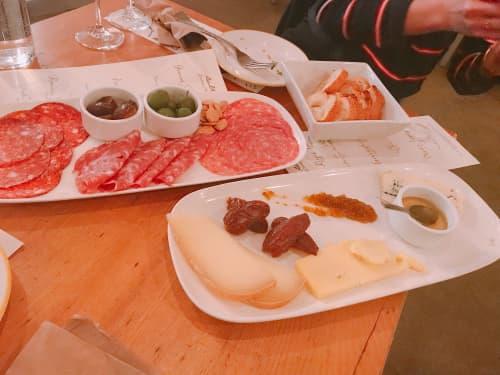 バンクーバーのSalt Tasting Roomの生ハム・チーズ