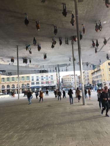 ヴュー=ポール・ド・マルセイユ アートチックな建物