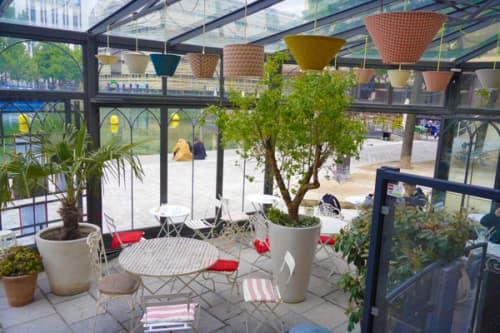 パリのサンマルタン運河沿い 一軒家カフェ・パヴィヨンデカノーのテラス席