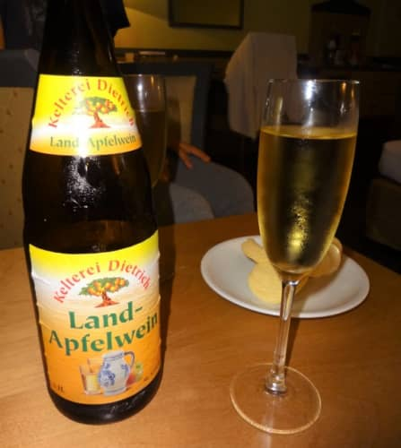 フランクフルトの地酒 アプフェルヴァイン(リンゴのワイン)