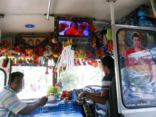 スリランカのノーマルバス 車内