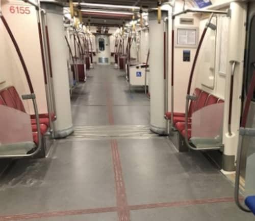 トロント 地下鉄内