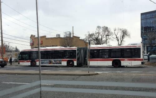 トロントの長いバス