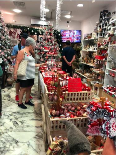 クロアチアのクリスマスショップ店内