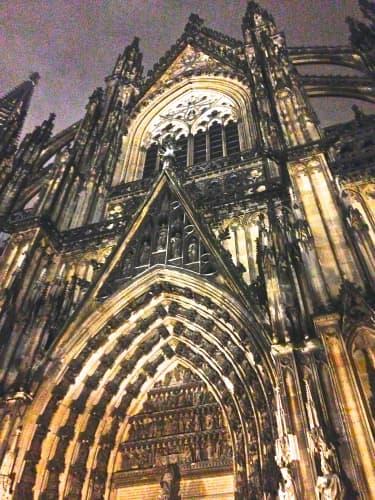 冬の夜のケルン大聖堂