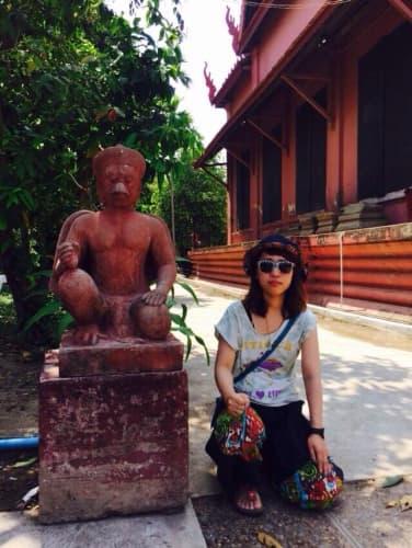 カンボジア プノンペン国立博物館 中庭の石像