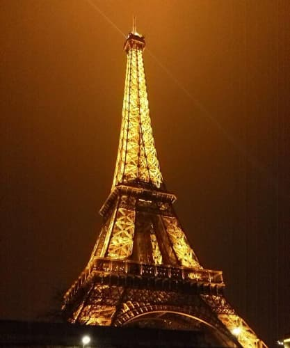フランス ライトアップされたエッフェル塔