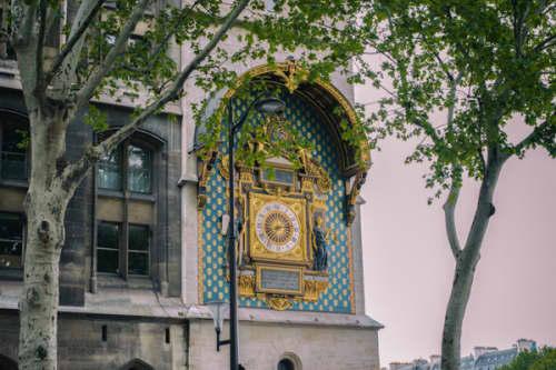 パリ シテ島 パリ最古の時計台