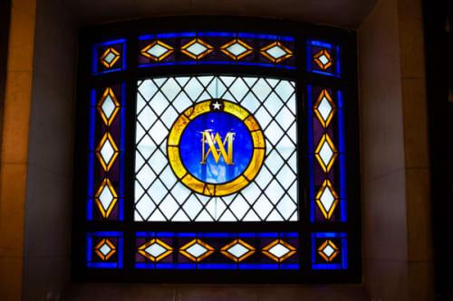 パリ シテ島 元牢獄コンシェルジュリー マリーアントワネットの独房のステンドグラス