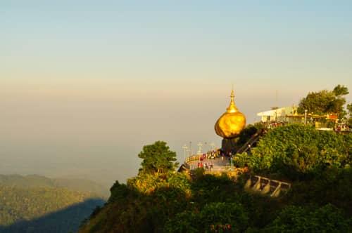 世界の絶景 ゴールデン・ロック(ミャンマー)