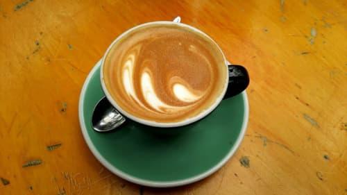 ウェリントンのカフェのフラットホワイト