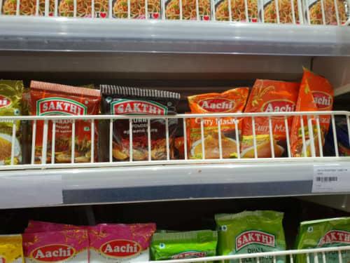インドのスーパーで販売されているスパイス