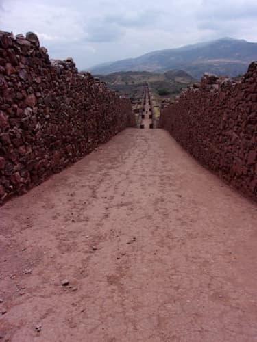 ピキリャクタ遺跡の石垣