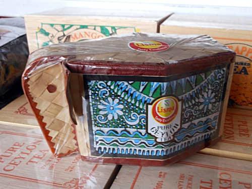 籐製のゾウの容器入り紅茶