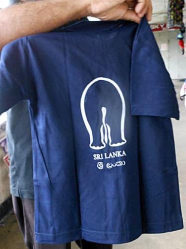 ゾウのイラストのTシャツ(裏)