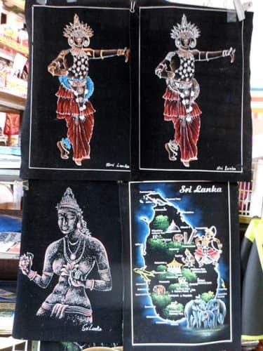 黒布地の絵画:キャンディアンダンサー、シーギリアレディ、スリランカ地図