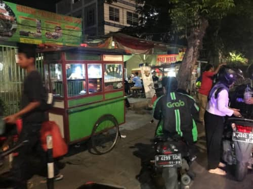 ジャカルタの夜道