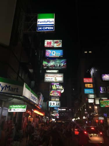 夜のタニヤ通り