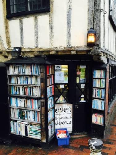 ブライトンの隣街ルイスの15世紀の本屋