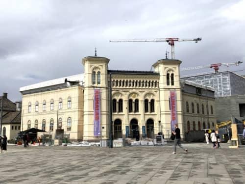 新国立美術館の隣