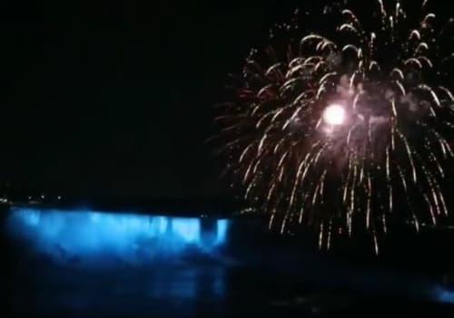 ナイアガラの滝の夜景