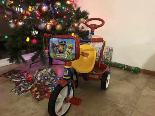 クリスマス、ツリーとプレゼント