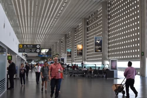 ベニートファレス空港