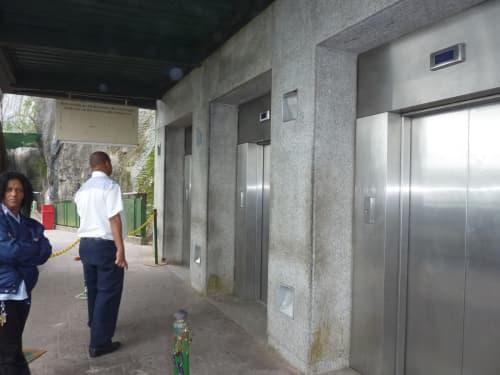 キリスト像までのエレベーター