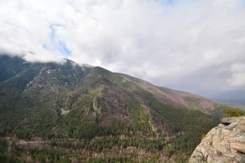 ブルガリアの春前の山