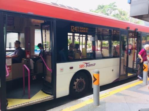 シンガポール バス 側面